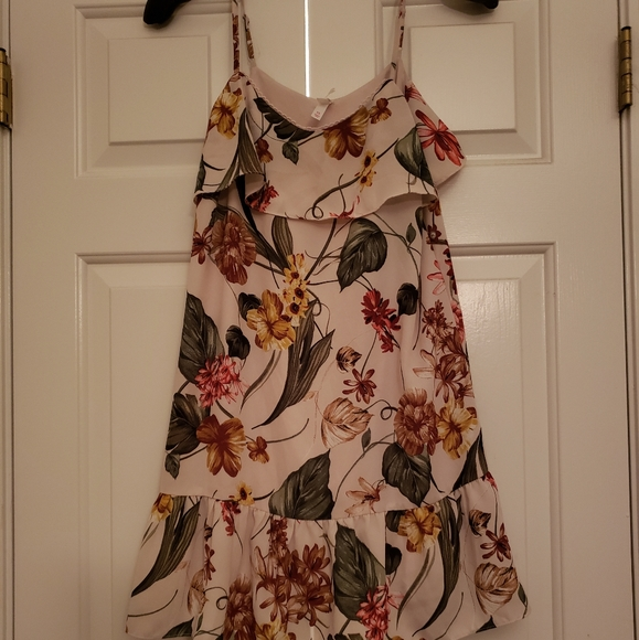 Xhilaration Dresses & Skirts - Xhilaration floral print mini dress XS
